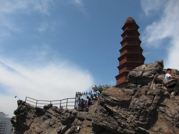 Пагода из красного кирпича